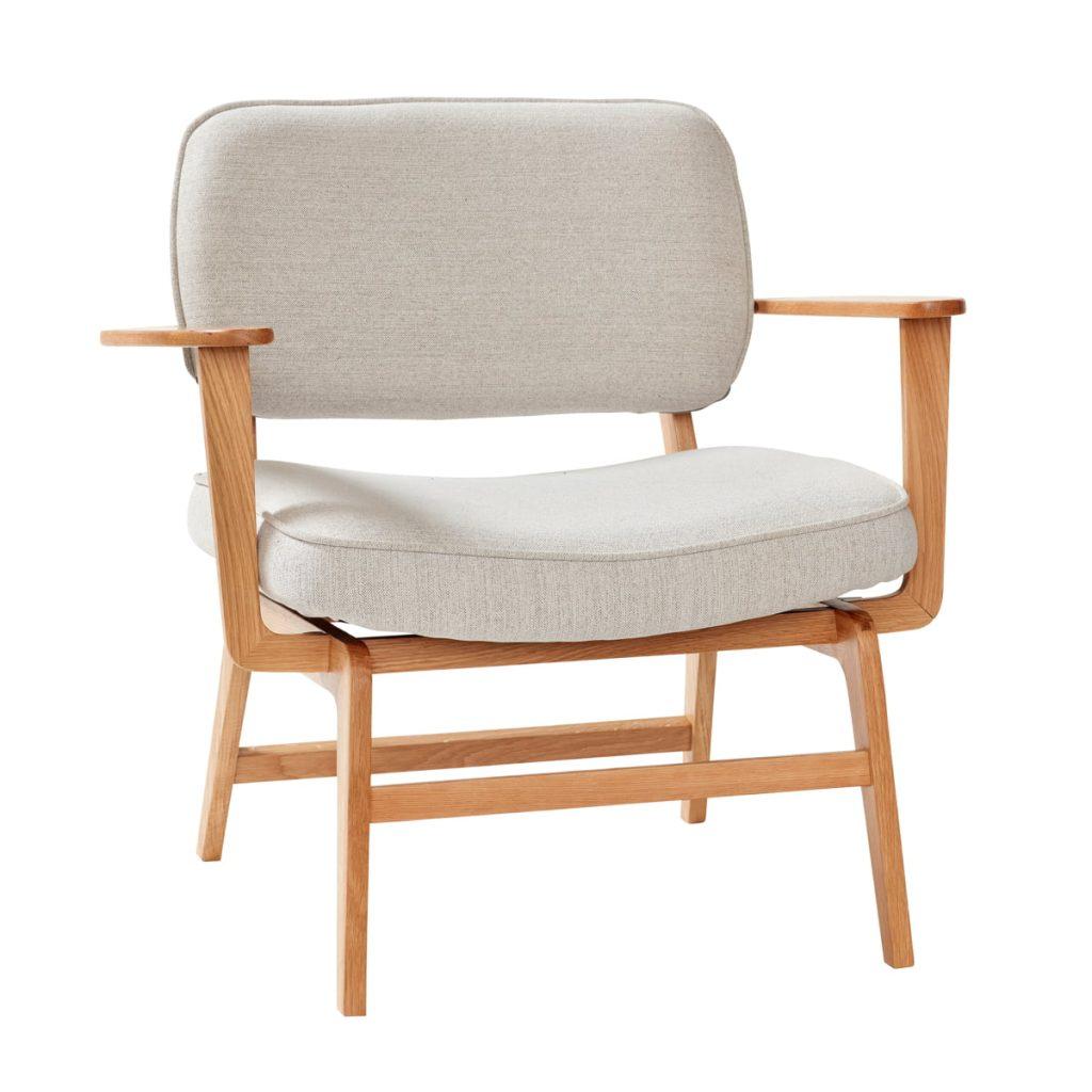loungestol i egetræ og sæde og ryg i lysegrå fra hübsch