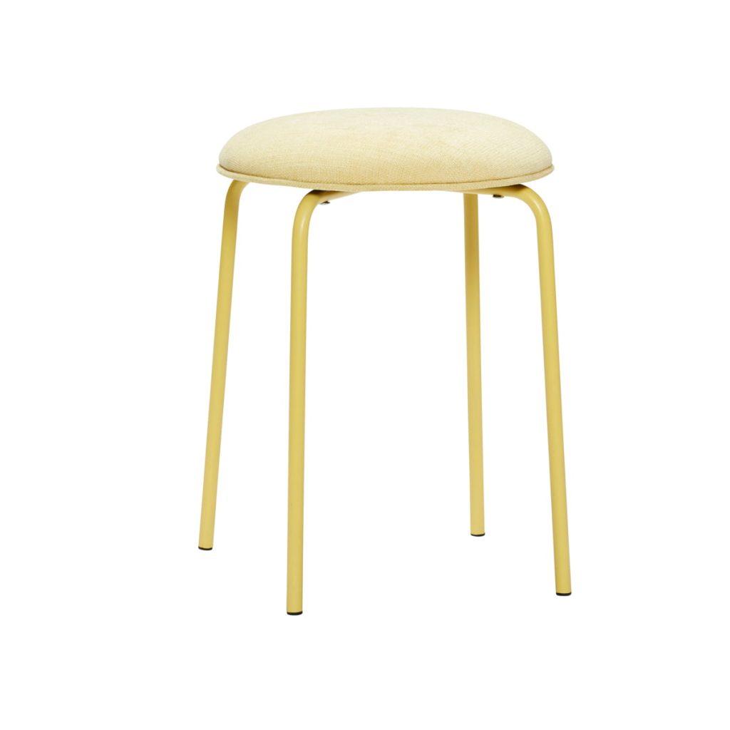 gul skammel med metalben og polstret sæde fra hübsch