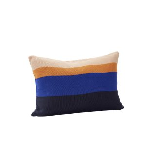 pyntepude med fyld i bomuld oeko-tex i farverne blå, ravgul og beige fra hübsch