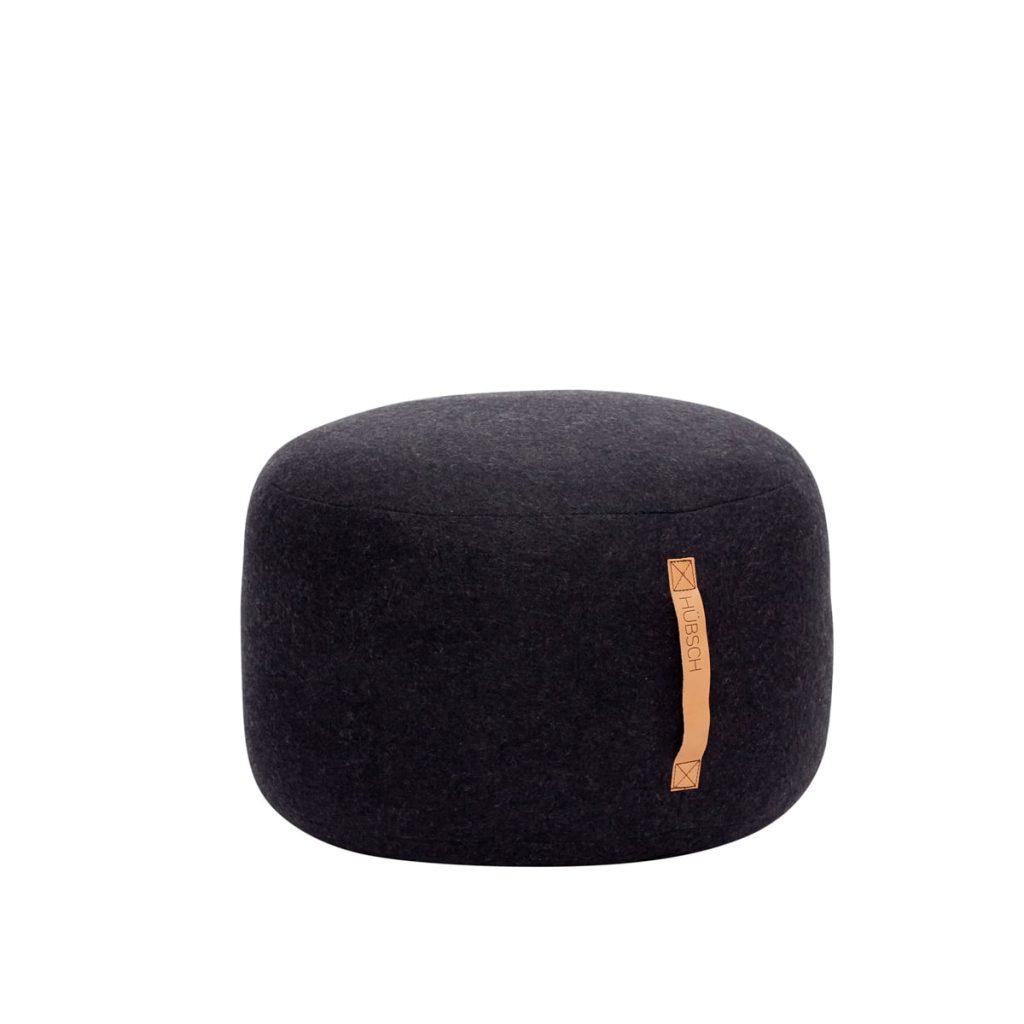 rund puf i sort uld fra hübsch