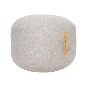 rund puf med læderhank i grå uld fra hübsch