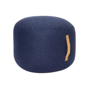 rund puf med læderhank i blå uld