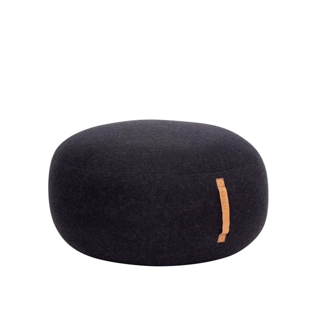 rund puf med læderhank i mørkegrå uld fra hübsch