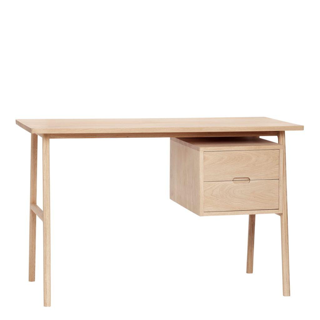 skrivebord i egetræ med skuffer fra hübsch