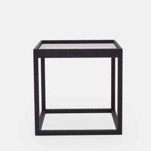 kø cube bord i sortbejdset eg med bordplade i røget glas af kurt østervig fra klassik studio