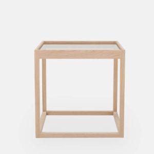 kø cube bord i natur med bordplade i røget glas af kurt østervig fra klassik studio
