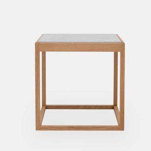 kø cube bord i olieret eg med bordplade i lysegrå marmor af kurt østervig fra klassik studio