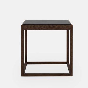 kø cube bord i røget eg med bordplade i grå marmor af kurt østervig fra klassik studio