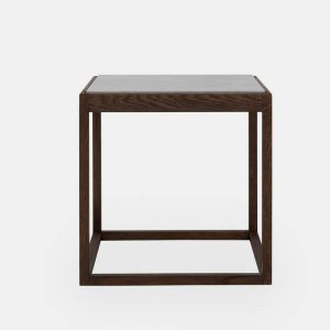 kø cube bord i røget eg med bordplade i lysegrå marmor af kurt østervig fra klassik studio