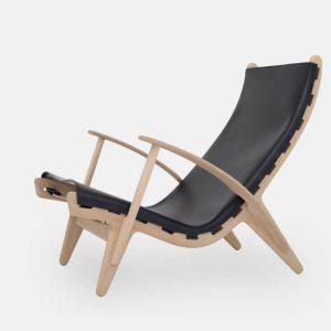 kongestolen af poul m. volther med stel i sæbebehandlet eg og sæde i sort fra klassik studio