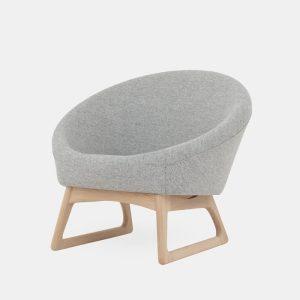 baljestolen i massiv træstel og polstret sæde fra klassik studio